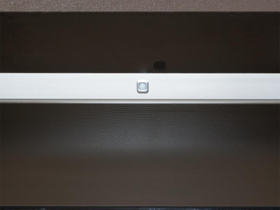 Светильники Perth L=850ммДополнительное освещение<br>В наборе два светильника с трансформатором. Светильники имеют инфракрасный датчик движения, включаются при открывании двери. В каждом светильнике 27 светодиодов, цветовая температура 5100К, холодный белый свет. Светильники устанавливаются внутри шкафа на ...<br>